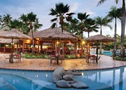 Outrigger Fiji Beach Resort - Bar & Pool