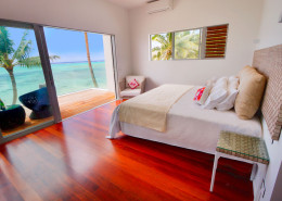 Crystal Blue Lagoon Luxury Villas Cook Islands - Beachfront Master Bedroom