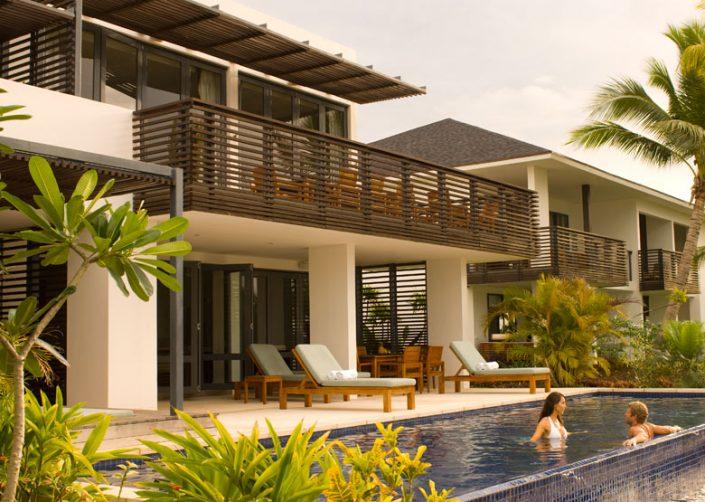 Hilton Fiji Beach Resort & Spa - Couple in pool