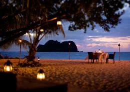 Vomo Island Resort Fiji - Beach Dining