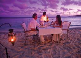 Breakas Beach Resort Vanuatu - Beach Dining