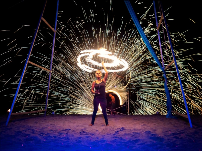 Efate - Beach Bar Fire Show